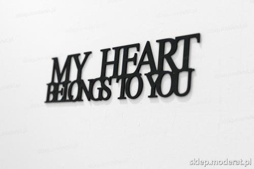 napis na ścianę z czarnej płyty hdf - My heart belongs to you - modny dodatek do wnętrz