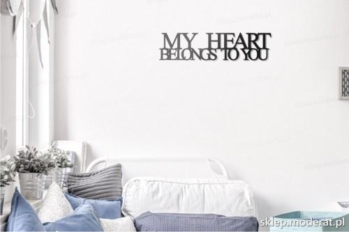 napis na ścianę My heart belongs to you w pokoju młodzieżowym