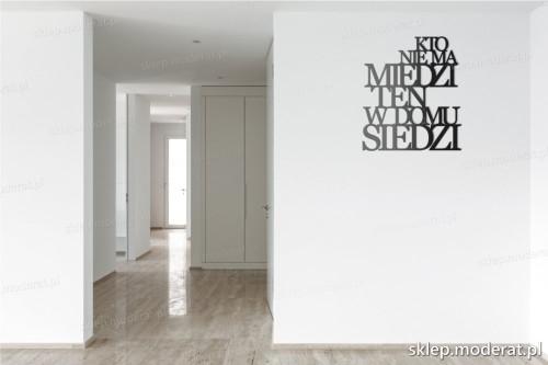 napis 3d Kto nie ma miedzi pomysł na pustą ścianę