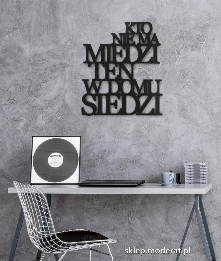 ''Kto nie ma miedzi ten w domu siedzi'' sentencja ścienna - napis 3d zdjęcie na ścianie