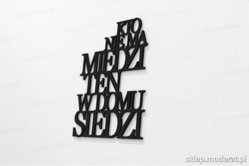 napis na ścianę z czarnej płyty hdf - Kto nie ma miedzi - modny dodatek do wnętrz
