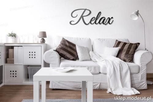 napis Relax nad kanapą