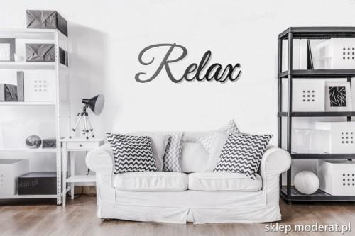 napis na ścianę Relax w pokoju dziennym