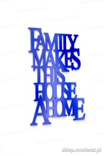Efektowna sentencja ''Family makes this house a home'' - drewniany napis na ścianę efekt lepszy od naklejki
