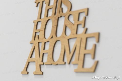 napis dekoracyjny Family makes this house a home - drewniane litery ze sklejki