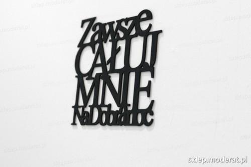 napis na ścianę z czarnej płyty hdf - Zawsze całuj mnie na dobranoc - modny dodatek do wnętrz