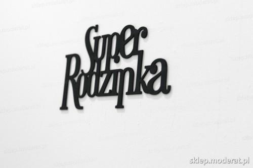 napis na ścianę z czarnej płyty hdf - Superrodzinka - modny dodatek do wnętrz