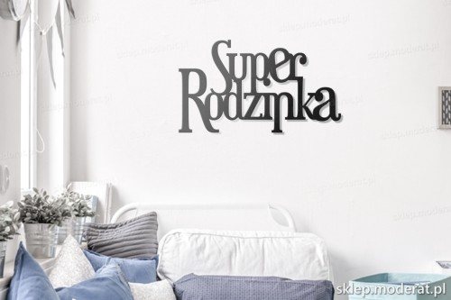 napis na ścianę Superrodzinka w pokoju młodzieżowym