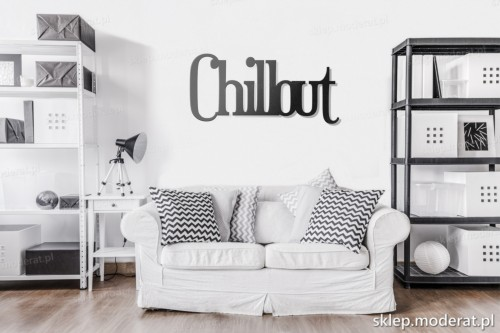 napis na ścianę Chillout w pokoju dziennym