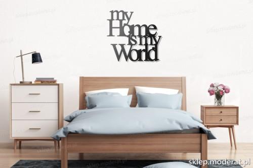napis na ścianę My home is my world nad łóżkiem