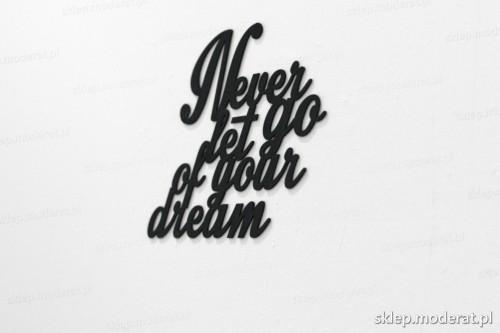 napis na ścianę z czarnej płyty hdf - Never let go of your dream - modny dodatek do wnętrz