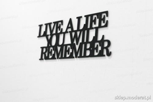 napis na ścianę z czarnej płyty hdf - Live a life you will remember - modny dodatek do wnętrz