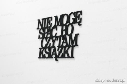 napis na ścianę z czarnej płyty hdf - Nie mogę spać bo czytam książki - modny dodatek do wnętrz